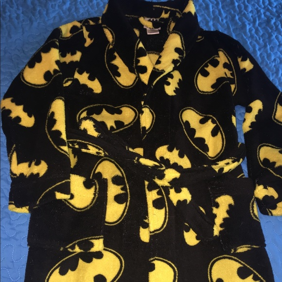 46a50fbef5b 🌟🆕Boy s Batman Fluffy Robe Size M (4-6) 🌟